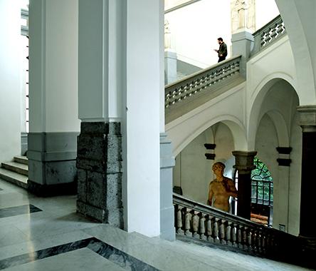 Scalone dell'Accademia di Belle Arti di Napoli